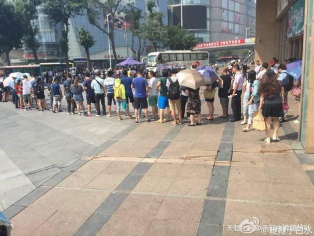 市民为天津爆炸受伤者献血